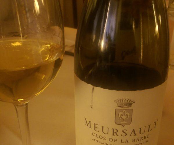 Meursault bouteille et verre de vin